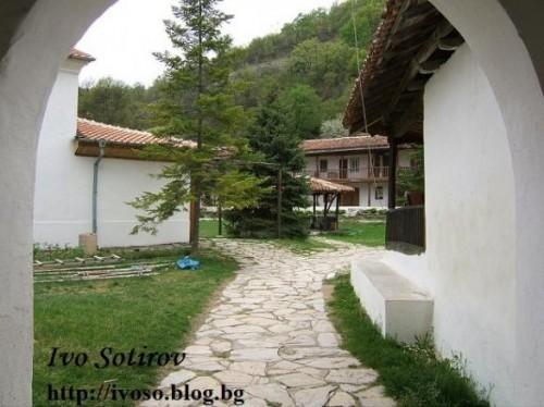 Ustremski manastir 2(1)